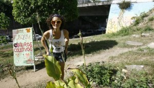Foto da coordenadora do Canteiros Coletivos, Débora Didoné