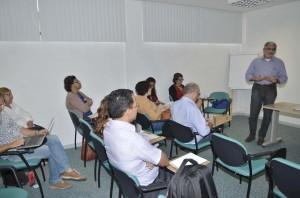 Foto do presidente do CAU/BA, Guivaldo D'Alexandria, em reunião com coordenadores de cursos de arquitetura e urbanismo.